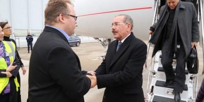 El presidente Medina llega a París para participar en Conferencia Cambio Climático COP21