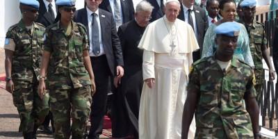 El Papa llamó a deponer las armas