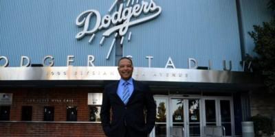 Dave Roberts es el nuevo dirigente de los Dodgers