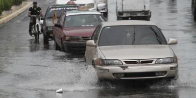 Tres lugares aislados por lluvia y 14 provincias en alerta