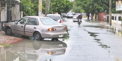 Hastiados por problemas de drenaje en el Quisqueya