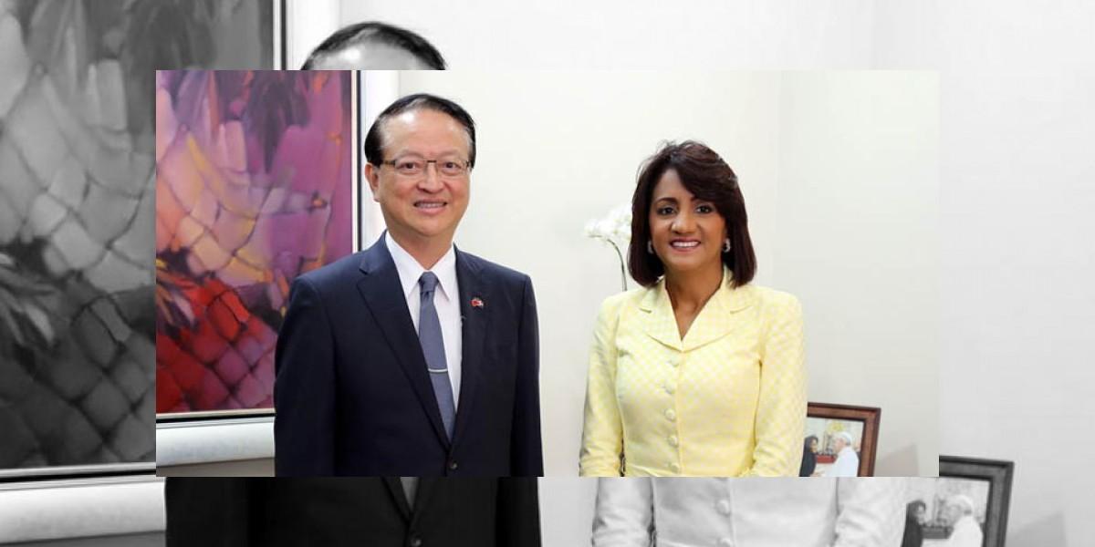 La primera dama y embajador de Taiwán tratan tema centros discapacidad