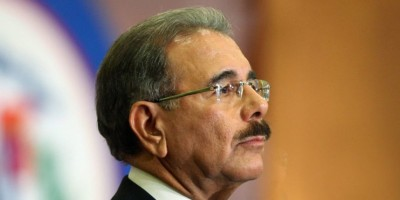 Medina lamenta la muerte del padre del cantante Fernando Villalona