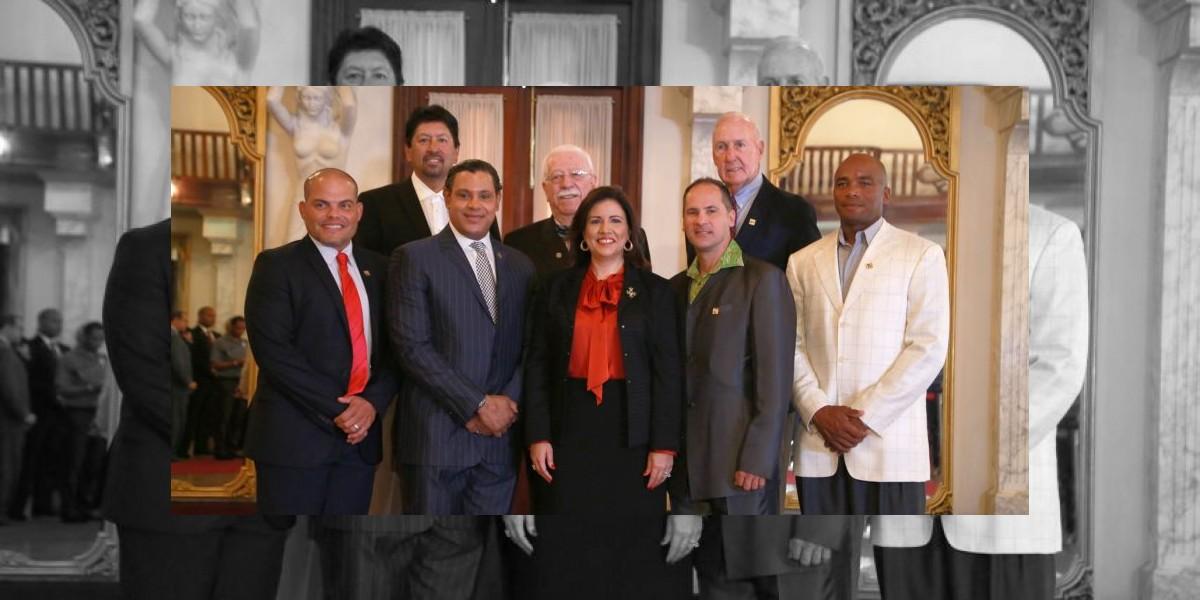 Presidente alaba ingreso Samuel Sosa en Salón de la Fama del Béisbol Latino