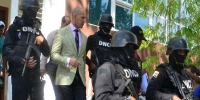 Suspendido sin sueldo fiscal Vásquez, investigado por aceptar soborno