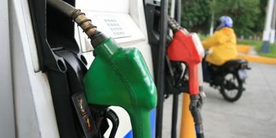 Los combustibles líquidos bajarán hasta 6.06 pesos la semana próxima