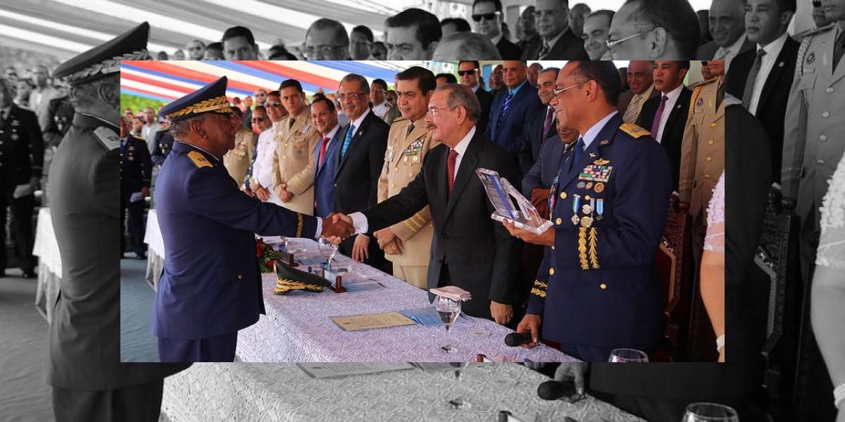 Medina encabeza la XIV graduación de 37 oficiales Academia Fuerza Aérea