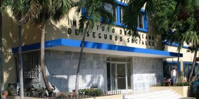 Médicos y enfermeras del IDSS amenazan con paro por atraso en pago de regalía