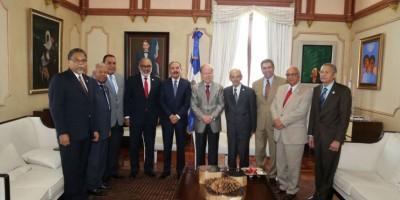 El presidente Medina recibe a la Sociedad Dominicana de Diarios
