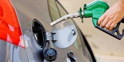 El precio de los combustibles bajará entre 1 y 4.80 pesos a partir de mañana