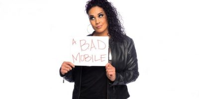 Tamina pide un teléfono B.A.D. Foto:WWE