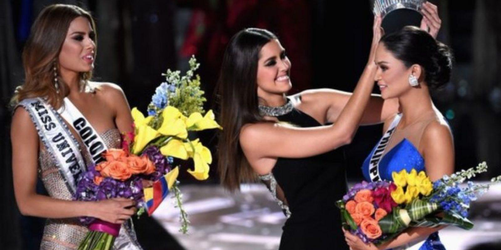 Así reaccionó al momento en el que le pusieron la corona a Pia. Foto:Vía Twitter