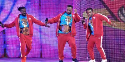 Al lado de Kofi Kingston y Xabier Woods Foto:WWE