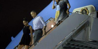 Barack Obama sorprende a turistas subiendo colina en Hawái