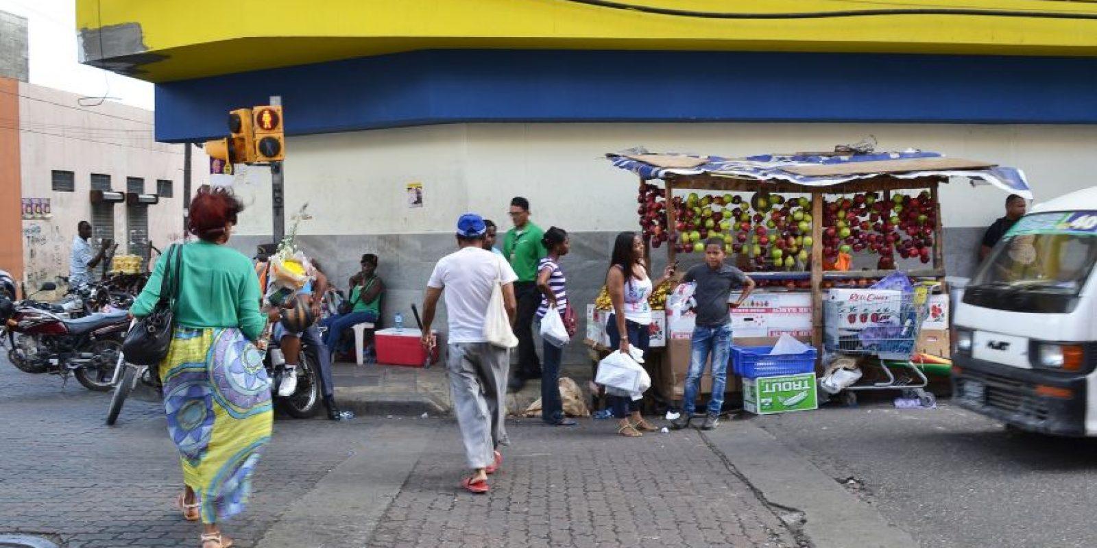 Los ciudadanos aprovechan las festividades navideñas para ir a tiendas, bancos, supermercados y plazas comerciales. Foto:Mario de Peña
