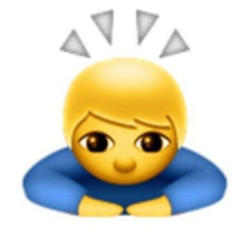 9- No se trata de un santo o un niño iluminado; en realidad es de origen japonés para expresar una sincera disculpa o pedir un gran favor. Foto:vía emojipedia.org