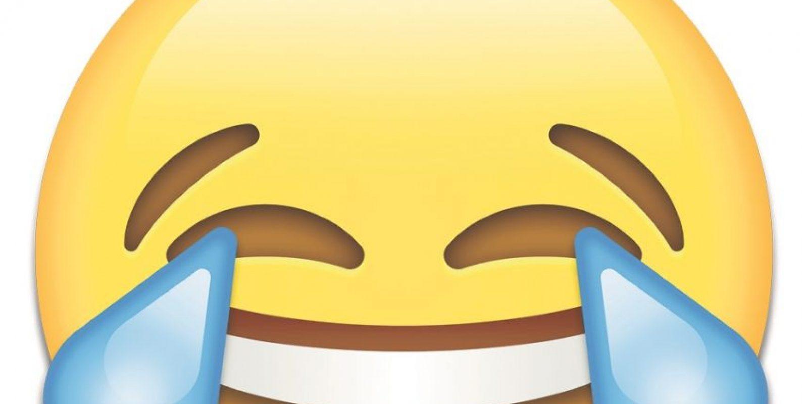 """Emoji. El emoji de 'cara con lágrimas de alegría' se eligió como la Palabra del Año de los Diccionarios Oxford por ser el emoji más utilizado a nivel mundial durante 2015. La empresa de tecnología móvil SwiftKey encontró que el emoji de la """"cara con lágrimas de alegría"""" compuso el 20 por ciento de todos los emojis utilizados en el Reino Unido durante 2015, y el 17 por ciento de los usados en los Estados Unidos. Foto:Fuente Externa"""