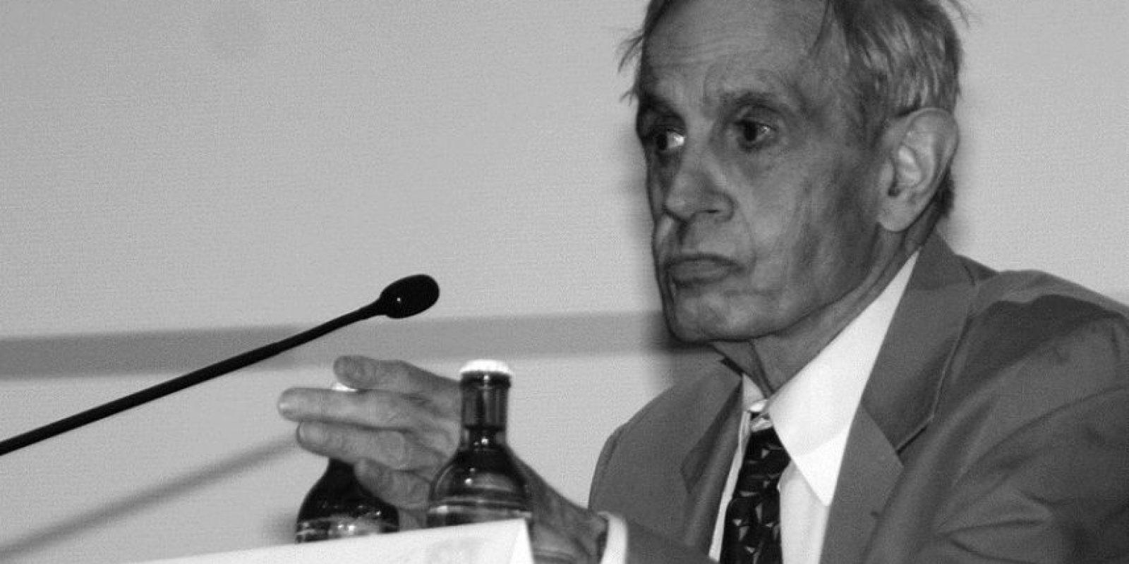 """John Nash. El matemático cuya vida inspiró """"Una Mente Brillante"""" murió en un accidente de taxi el 23 de mayo. John, de 86 años, y su esposa Alicia salieron disparados desde el coche después de que se estrellara contra una valla de seguridad en Nueva Jersey. Nash ganó el Premio Nobel de Economía en 1994, después de revolucionar el campo de la teoría de juegos. Foto:Fuente Externa"""