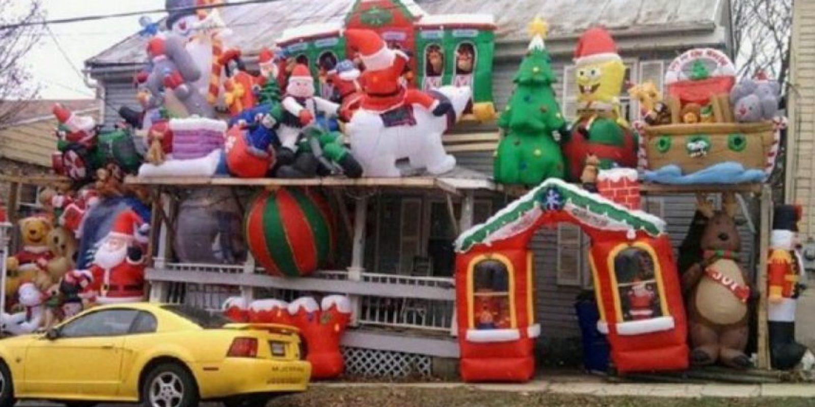 La Navidad y Toy Story vomitaron literalmente sobre esta casa Foto:Twitter