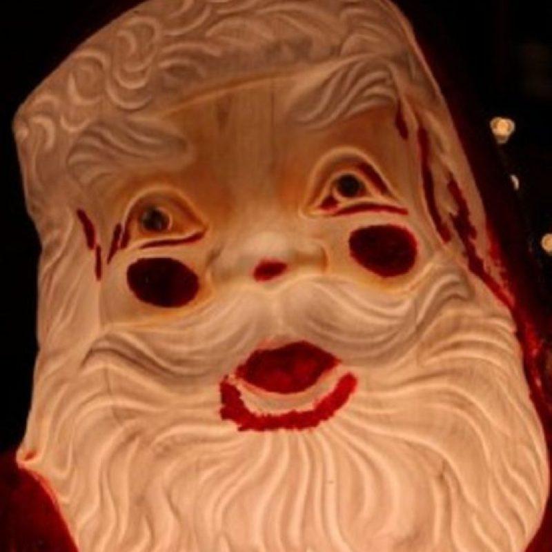 Santa usó mucho maquillaje. Foto:Imgur