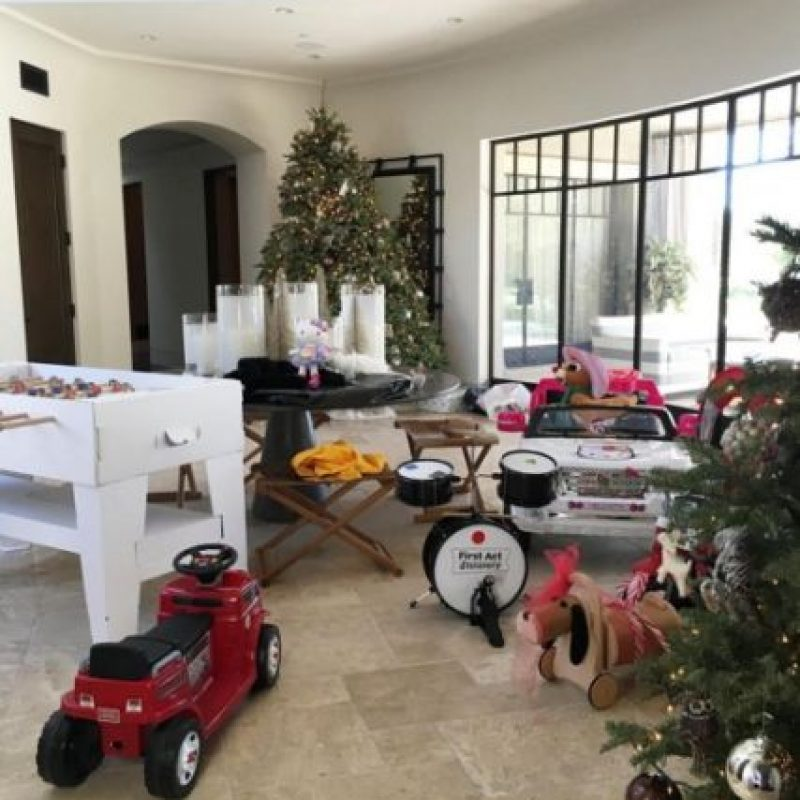 Los regalos Foto: Instagram/kourtneykardash