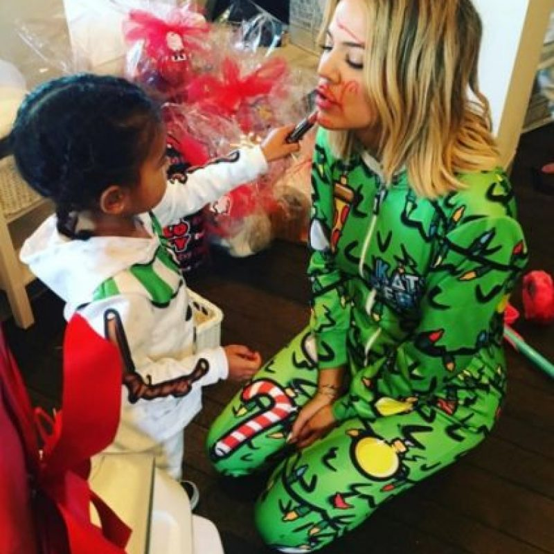 Khloé y North West Foto: Instagram/khloekardashian