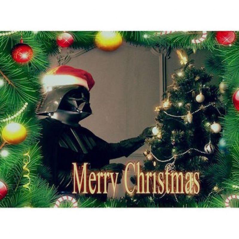 Y mostrar el espíritu navideño del Lado Oscuro Foto:Instagram.com