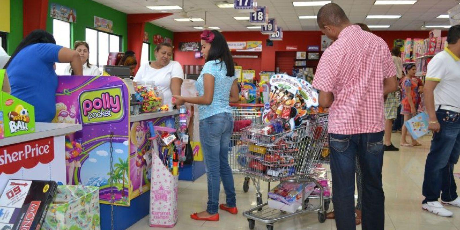 Muchos padres prefieren regalar en diciembre para que los niños disfruten antes del inicio de las clases. Foto:Mario de Peña