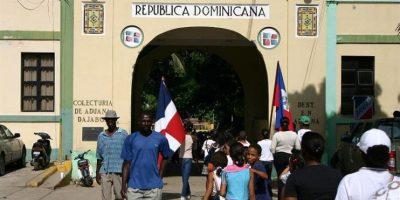 Cientos de haitianos cruzan frontera por comercio y fiestas navideñas