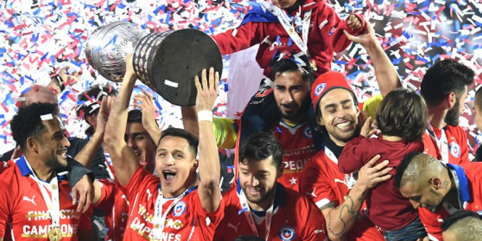 """La """"Roja"""" consiguió por primera ocasión el título continental, al vencer en la final a Argentina, desde el punto penal Foto:Getty Images"""