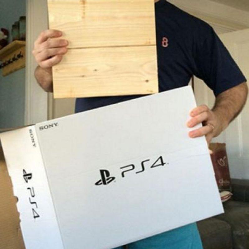 El PS4 era una réplica de madera. Foto:vía myfoxboston.com