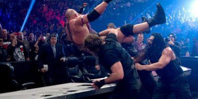 """Roman Reigns y """"El Escudo"""" hicieron su aparición en el TLC de 2012 Foto:WWE"""