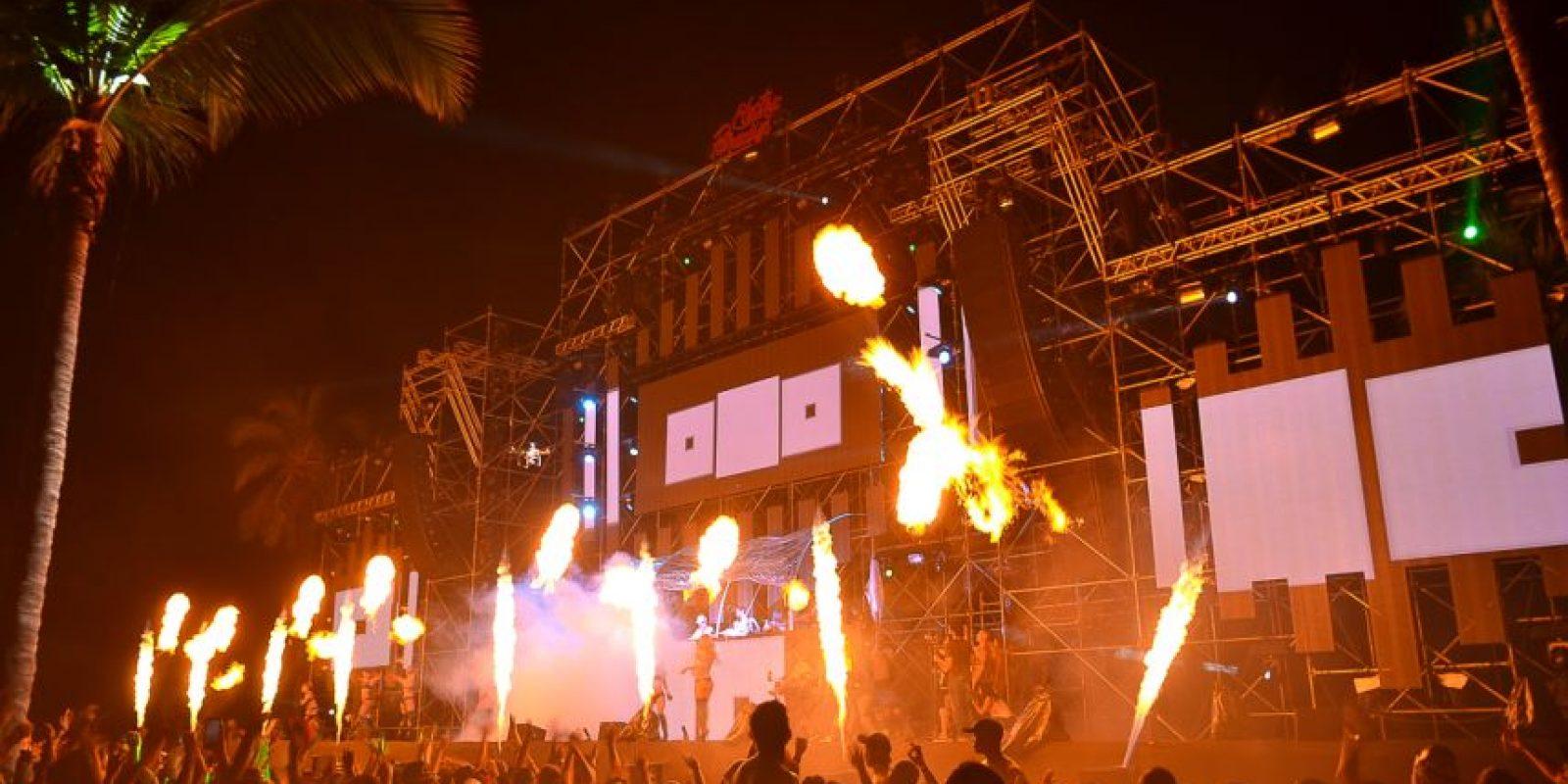 """1. Electric Paradise (diciembre). El festival de música electrónica y alternativa logró reunir más de doce mil personas en Juanillo, Cap Cana. En su segunda edición, este evento musical planteó, por primera vez en el país, cuatro escenarios simultáneos y una amplia cartelera de veintiséis artistas internacionales (la mayoría ganadores de múltiples premios Grammys y MTV, y con importantes posiciones en los listados Top 100 Billboards y DJ Mag top 100). Además de innovar mezclando este género electónico con los sonidos tropicales de la agrupación""""Los Bonyé"""" (son) y la banda """"Retro Jazz"""". Foto:Fuente externa"""