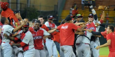 Leones ganan tercero y siguen líderes en béisbol dominicano