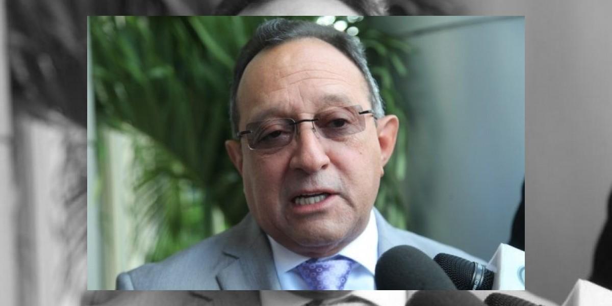 Ministro Agricultura dice pollo no se debe vender a más de 52 pesos la libra