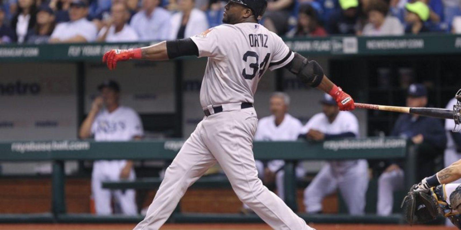 Los 500 tablazos de David Ortiz. En este año el bateador designado de los Medias Rojas se convirtió en el jugador número 27 y quinto dominicano junto a Sammy Sosa (609), Alex Rodríguez (686), Manny Ramirez (555) y Albert Pujols (558), que alcanza los 500 cuadrangulares en la historia de las Grandes Ligas.Ortiz disparó dos cuadrangulares el 12 de septiembre pasado, ante los Rays de Tampa Bay, ambos tablazos ante los envíos del derecho Matt Moore. El primero de sus batazos lo conectó en la primera entrada, sobre la verja del jardín derecho; para el segundo de la tarde y quinientos de su carrera, envió la pelota entre los jardines derecho y central del Tropicana Field.Este ha sido uno de los momentos más significativos para el pueblo dominicano en el deporte este año, por la gran admiración e identificación con la que este jugador cuenta entre la población en general.