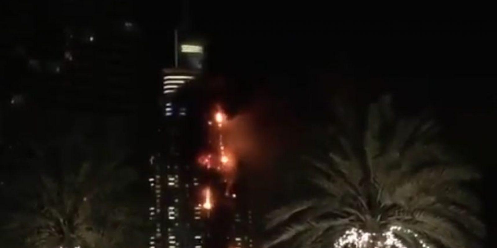 El incendio ocurrió en el hotel The Address Foto:Twitter