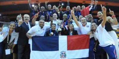 Las Reinas del Caribe volvieron a brillar. El voleibol femenino sigue siendo el que mejores resultados ha logrado en deportes de conjunto para la República Dominicana al nivel internacional. Las Reinas del Caribe lograron el séptimo lugar en el mundial de voleibol superior; al concluir con marca de 5-6, se quedaron con la medalla de bronce en los Juegos Panamericanos al vencer a la representación de Puerto Rico tres set por uno. Pero el mayor de los objetivos alcanzados fue el primer lugar conquistado en el Campeonato Mundial de Voleibol Femenino Sub-20, celebrado en Puerto Rico, en el cual vencieron en la final a las jugadoras de Brasil en un partido que se extendió a cinco sets. Esta es la única corona mundial que la representación quisqueyana ha logrado a su paso por eventos mundiales en cualquier categoría de este deporte. Brayelín Martínez fue la Jugadora Más Valiosa de este evento mundialis Foto:Fuente Externa