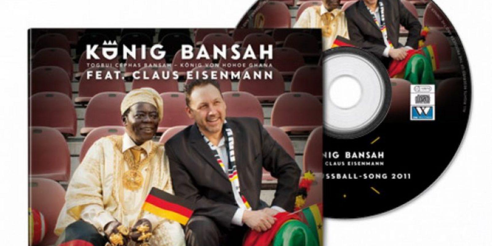 """Ha producido y publicado seis CDs de música, incluyendo una versión de """"O Tannenbaum"""" en su lengua materna, y su canción Copa del Mundo 2006 """"Rey de Fútbol"""". Foto:Twitter"""