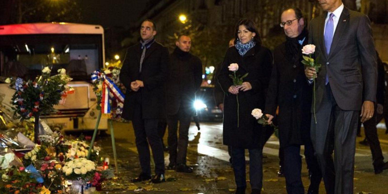 Obama muestra su lado humano junto al presidente de Francia, Francois Hollande, dejando una rosa por los caídos en el N-30 Foto:instagram.com/petesouza/