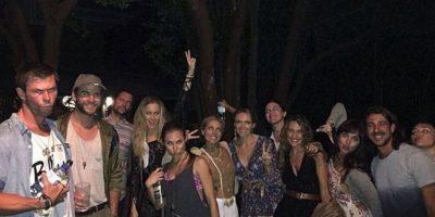 En esta imagen de la familia Hemsworth se puede ver a Chris y Liam en el extremo izquierdo, mientras que Miley apenas y se asoma en el extremo derecho. Foto:vía instagram.com