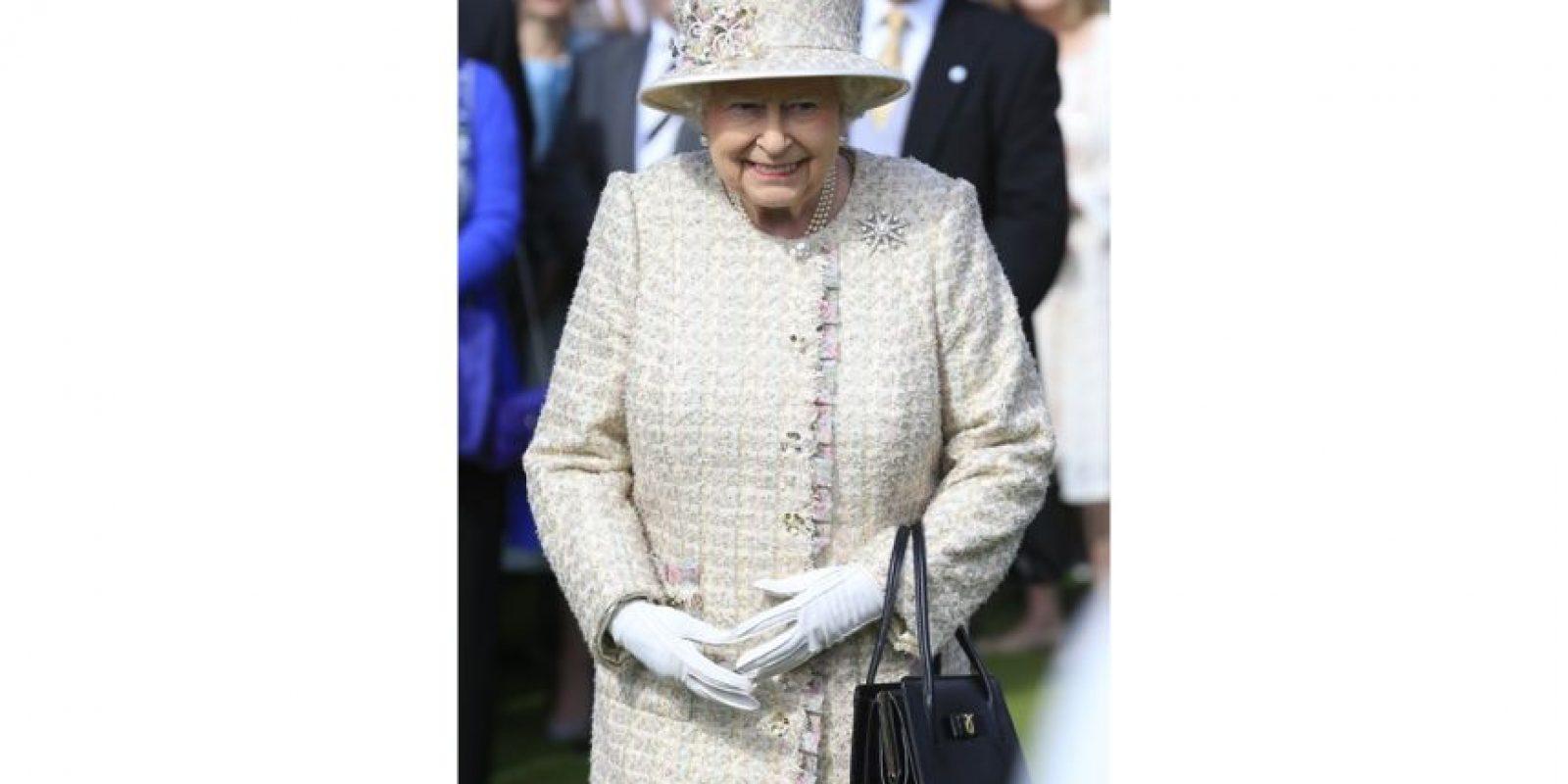 Elizabeth II: La reina del Reino Unido y la Commonwealth cumplirá 90 años el 21 de abril de 2016. Ya se ha convertido en la monarca reinante más antigua del mundo y la que más tiempo ha reinado a la cabeza del Estado británico, superando a la reina Victoria en 2015 con 63 años y 217 días de gobierno.