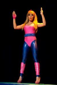 La Barbie Atlética en La leyenda delComodín y sus BarbieDolls.