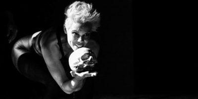 Judith Rodríguez en el personaje de Hamlet.