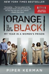"""""""Piper Chapman"""" (Taylor Schilling) decide entregarse voluntariamente a consecuencia de transportar dinero procedente de la droga ocurrido hace más de una década y es enviada a la prisión de mujeres de Litchfield, Nueva York. La historia está basada en el libro autobiográfico de Piper Kerman."""