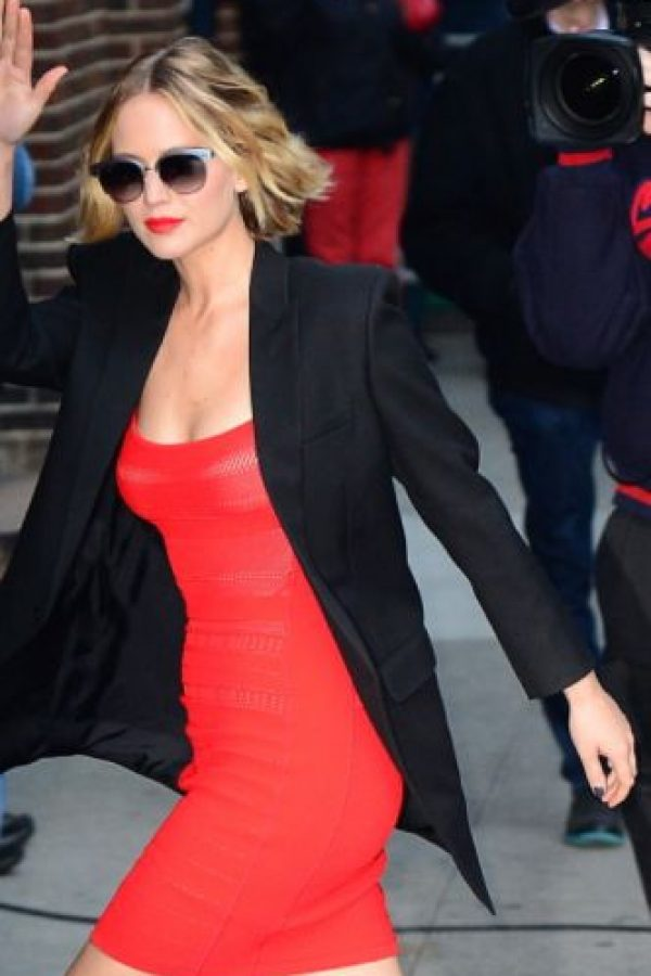 Otro de sus vestidos causó polémica en redes por su forma atípica. Foto:vía Getty Images