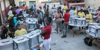 Un centro electoral en pleno proceso. Foto:AGENCIAS