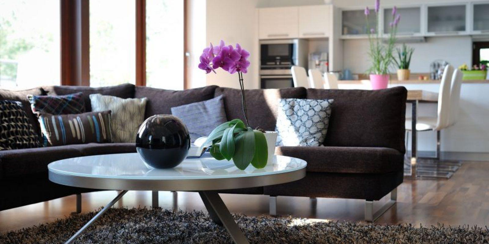 Pequeños detalles como flores o un tapizado le dan un toque diferente a tu casa. Foto:Fuente externa