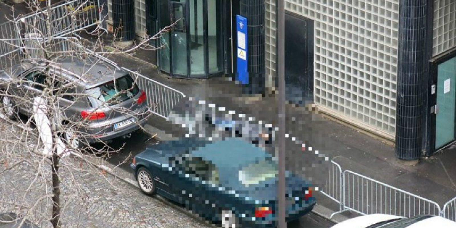 Se informó que portaba un chaleco explosivo como los utilizados en los atentados del pasado 13 de noviembre Foto:AFP