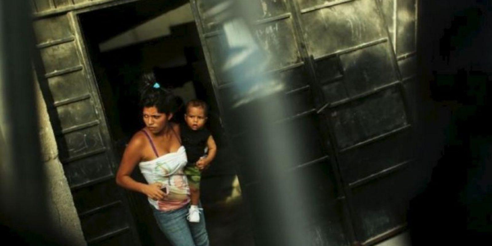 Las niñas que contraen matrimonio antes de cumplir los 18 tienen menos probabilidades de terminar su educación y más de sufrir violencia doméstica y complicaciones en el parto. Foto:Getty Images